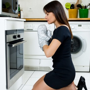 woman-praying-in-front-of-stove